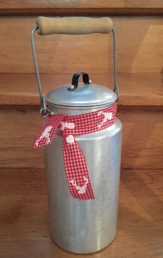 Alte Milchkanne Mit Deckel Holzgriff Aluminium 2 Liter Vintage Deko Bild
