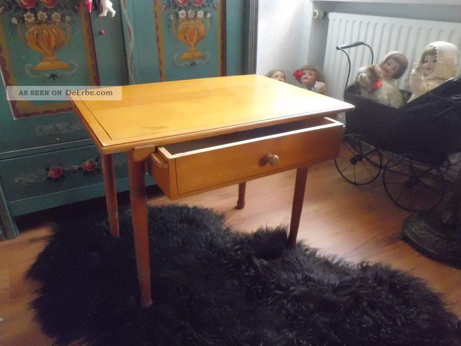 antiker kleiner tisch mit schublade tischchen holztisch mit linienmalerei. Black Bedroom Furniture Sets. Home Design Ideas