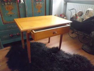 Antiker? Kleiner Tisch Mit Schublade Tischchen Holztisch Mit Linienmalerei Bild