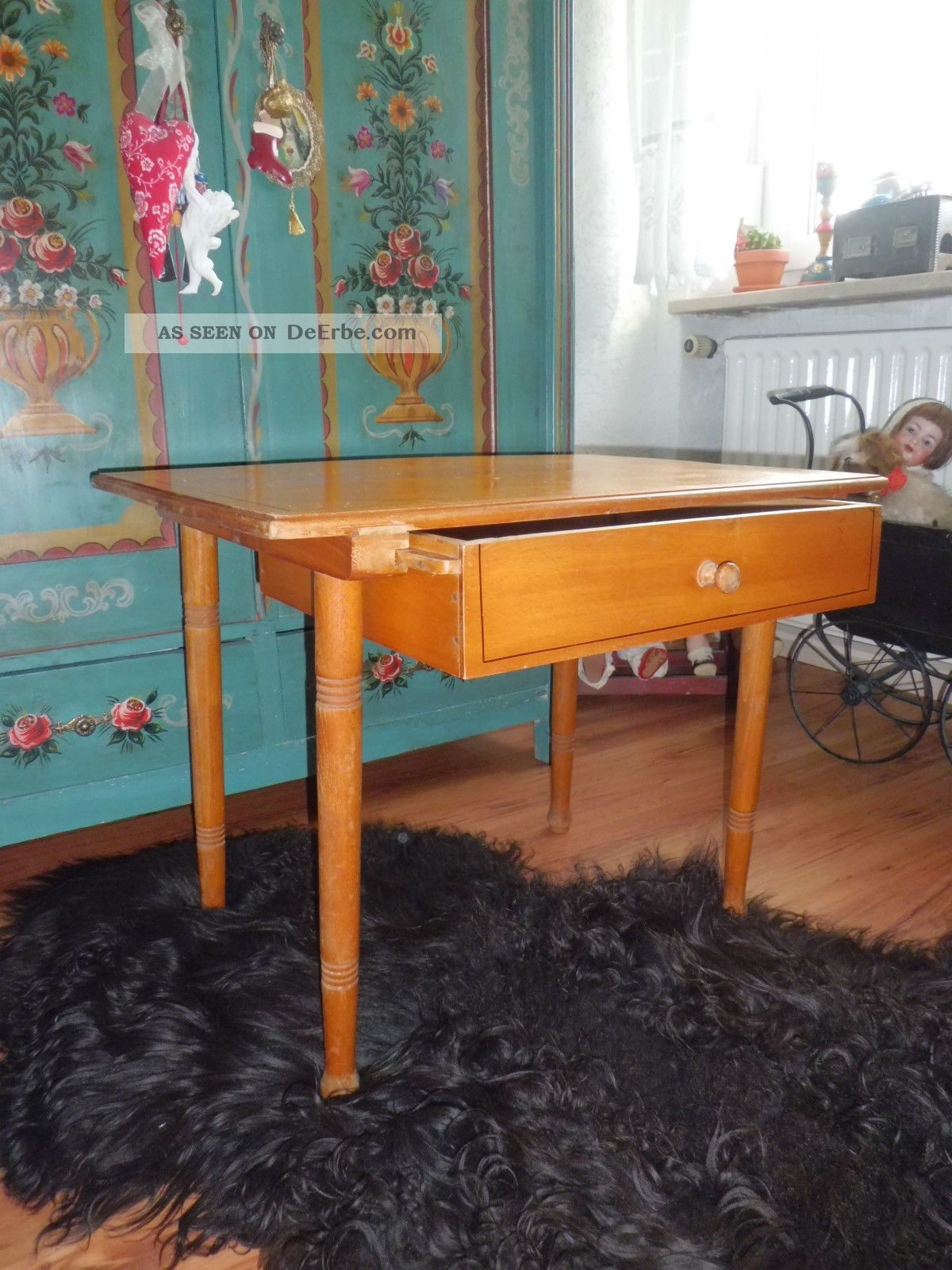 antiker kleiner tisch mit schublade tischchen holztisch. Black Bedroom Furniture Sets. Home Design Ideas