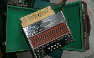 Altes Akkordeon; Harmonikum; Handharmonika Mit Koffer
