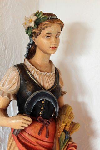 60 Cm Holzfigur Grödner Holzschnitzerei Heilige Notburga Traumhafte Ausführung Bild