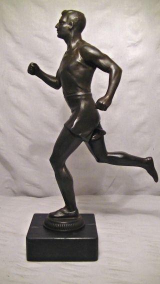 Alte Figur,  Skulptur,  Mann,  Athlet,  Sportler,  Läufer,  Marmor Sockel,  Antik Bild