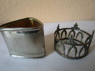 Krone Und Servietenhalter Aus Metall Bild