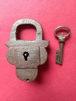 Altes Vorhängeschloss Mit Schlüssel Handgeschmiedet 16/17 Jahrhundert Padlock Bild