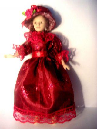 Rotes Taftkleid,  Hut Für Puppe,  Modeladen,  Puppenstube 1:12 Bild