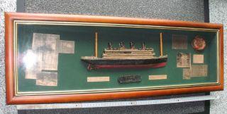Großes Diorama / Schauwandkasten Mit Halbmodell Der Titanic 84 X 29 Cm Bild