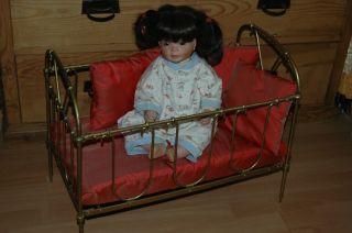 Antikes Puppenbett,  Eisen,  Klappbar,  Chabby Chic,  54 X 30 X 42 Mit Bettwäsche Bild