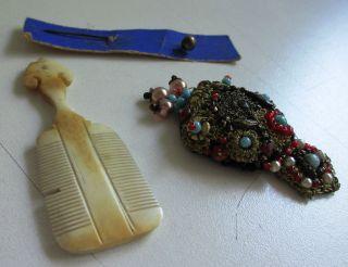 Konvolut: Kamm (bein) Biedermeier? Krawattennadel,  Perlenstickerei. Bild