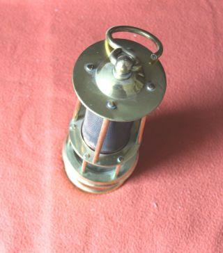 Bergbau - Grubenlampe - Öl - Sicherheitslampe - Markscheiderlampe - Messing - Sbae - Belgien Bild