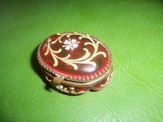 Alte Pillendose - Glasdöschen Rubinrot Um 1900 Aufgelegte Malerei Wohl Böhmen Bild