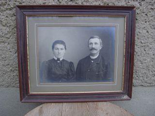 Bild Junges Paar Hinter Glas Im Braunen Rahmen Bild