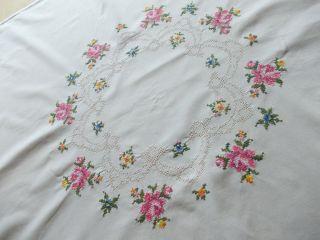 ältere Gestickte Decke,  Kleine Tischdecke,  Mitteldecke, . Bild