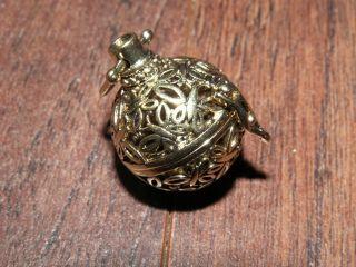 1 Messing Amulett Medaillon Kugel Duftkugel Engelsrufer Anhänger Schmetterling Bild