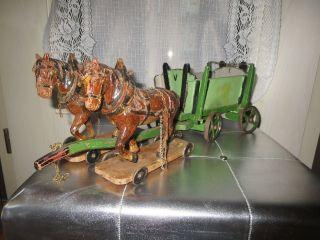 Antikes Gespann Von 1900 Mit 2 Elastolin Pferden Und Pferdewagen Bild
