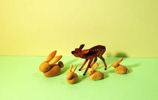 Holzkunst - 4 Kleine Hasen - 1 Kleines Reh - Aus Holz - Figuren - Sammlung Bild