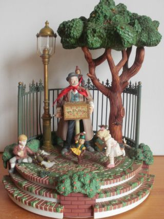 Enesco Spieluhr.  Park 1985 Musik Santa Lucia Bild