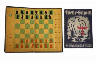 Taschenschach Reiseschach Altes Feld Schachspiel Aus Pappe Und Wehr - Schach Buch Bild