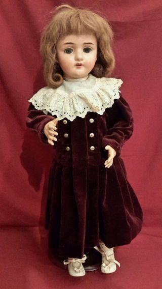 Nr P2/ Antike Porzellankopf Puppe - Limoges - Aus Puppensammlung Bild