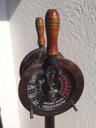 Sehr Schöner Maschinentelegraf Aus Metall - Sockel Und Griffe Sind Aus Holz Bild