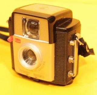 Kodak Brownie Starlet Camera Mit Ledertasche - Fabrique En France Bild