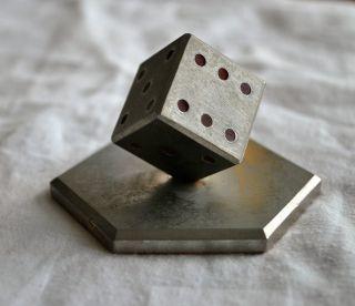 Briefbeschwerer Aus Metall - Metall - Würfel Handarbeit - Deco - Sammlerobjekt Bild