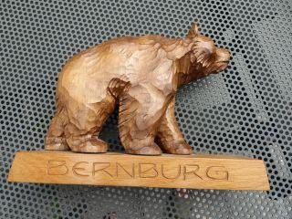Bär Geschnitzt Auf Sockel - Bärenfigur Bernburg - Urlaubsmitbringsel ? Bild