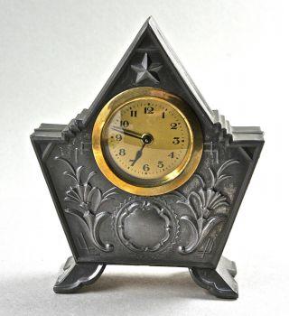 Dekorative Tischuhr,  Kaminuhr,  Im Zinngehäuse,  Analoges Uhrwerk,  H.  16 Cm. Bild