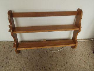 Altes Tellerboard Aus Holz Bild