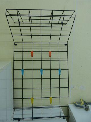 Designer Wand Garderobe Mit Hutablage String Ära 7 Bunte Haken Bild