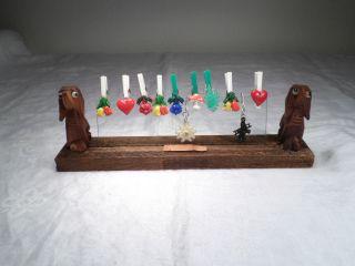 50er Jahre Glasmarkierer Anhänger Glas 2 X Hund Holzständer 18x6x3,  5 Cm 64 Gr Bild