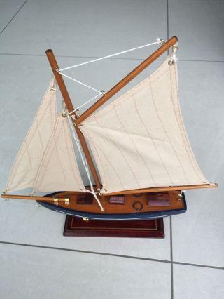 Segelboot Segelschiff Segelyacht Holz Blau Und Rot Deko. Bild