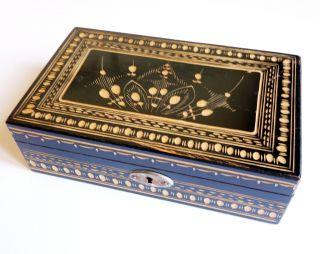 Holzkästchen,  Schatzkästchen,  Alte Holzbox Mit Geschnitzten Ornamenten Bild