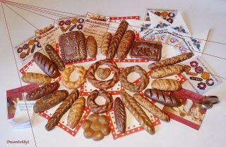 Großes Brot - Sortiment Mit Tüten,  Reklame Und Kassenblock Für Kaufladen Backstube Bild