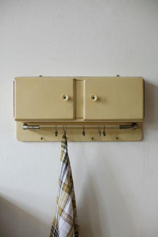 True Vintage Art Deco 40er Hausapotheke Schrank 30er Schränkchen Beige Küche Bild