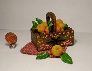 Kiste Mit Orangen Für Kaufladen Und Puppenhaus 1:12 Bild