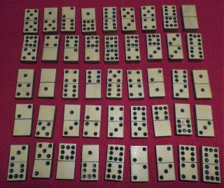 Sehr Alt Domino Bein Holz Komplett Holz Schatulle 45 Dominosteine Spiel Vor 1900 Bild