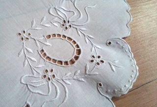 Traumhafte Weiße Kleine Runde Leinen Decke Mit Feiner Lochstickerei Handarbeit Bild