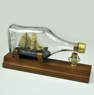 Buddelschiff - Segelschiff In Flasche Mit Kleiner Petroleumlampe - Vintage Bild
