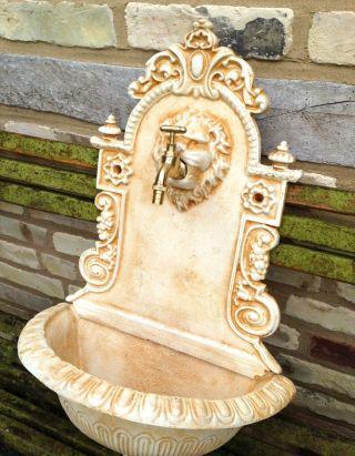 Wandbrunnen Mediterran Löwe,  Wasserbecken Italienisch,  Gartenbrunnen Zapfstelle Bild