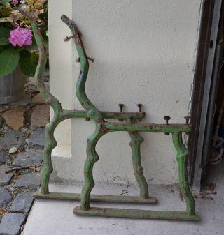 Bankfüsse Bankbeine Seitenteile Einer Gartenbank Bild