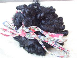Alte Puppenteile Schwarze Locken Haar Perücke Vintage Doll Hair Wig 45 Cm Girl Bild