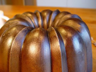 Cast Iron Bundt Cake Pan Baking Mold Gugelhupf Backform Gusseisen Le Creuset 1 Bild