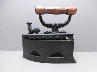 Antikes Kohlebügeleisen Gusseisen Schwarz Holzgriff /k11 Bild