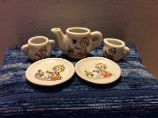 Älteres Porzellan - Geschirr,  Puppenstube Bild