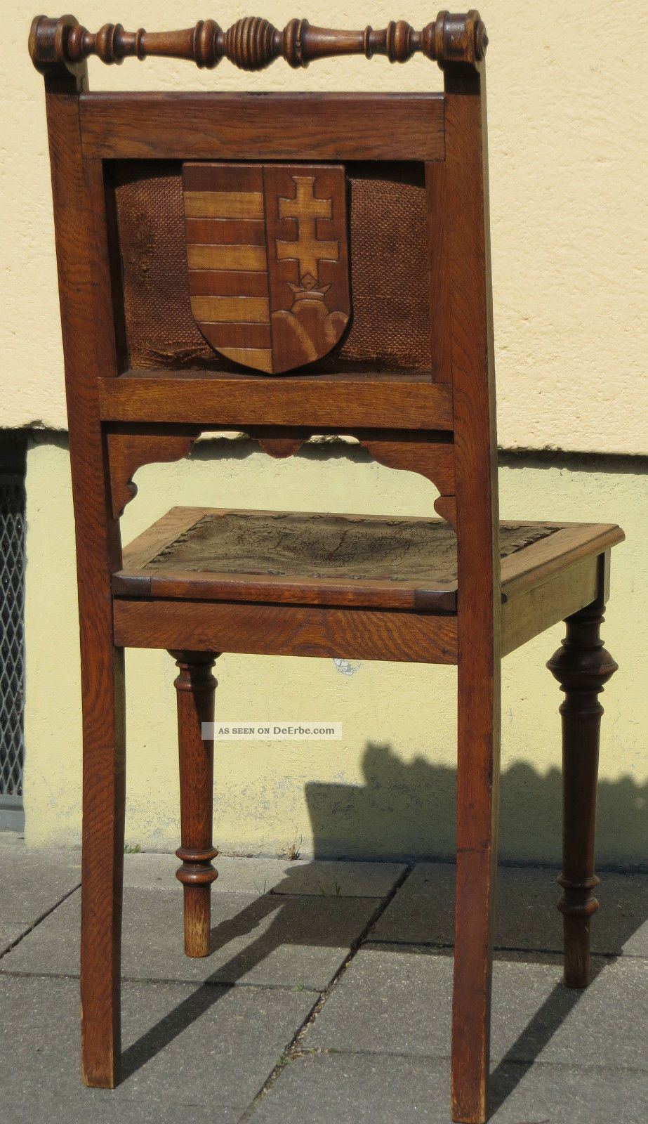 antiker stuhl gepr gtes leder adel wappen l we lilie doppelkreuz alt. Black Bedroom Furniture Sets. Home Design Ideas
