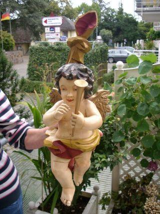 Gr.  Holzfigur - Heiligenfigur - Engel - Putto Mit Fanfare - Coloriert - Oberammergau? - 56 Cm Bild