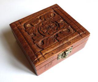 Holzkästchen,  Schatzkästchen,  Kleine Alte Holzbox Mit Geschnitzten Ornamenten Bild