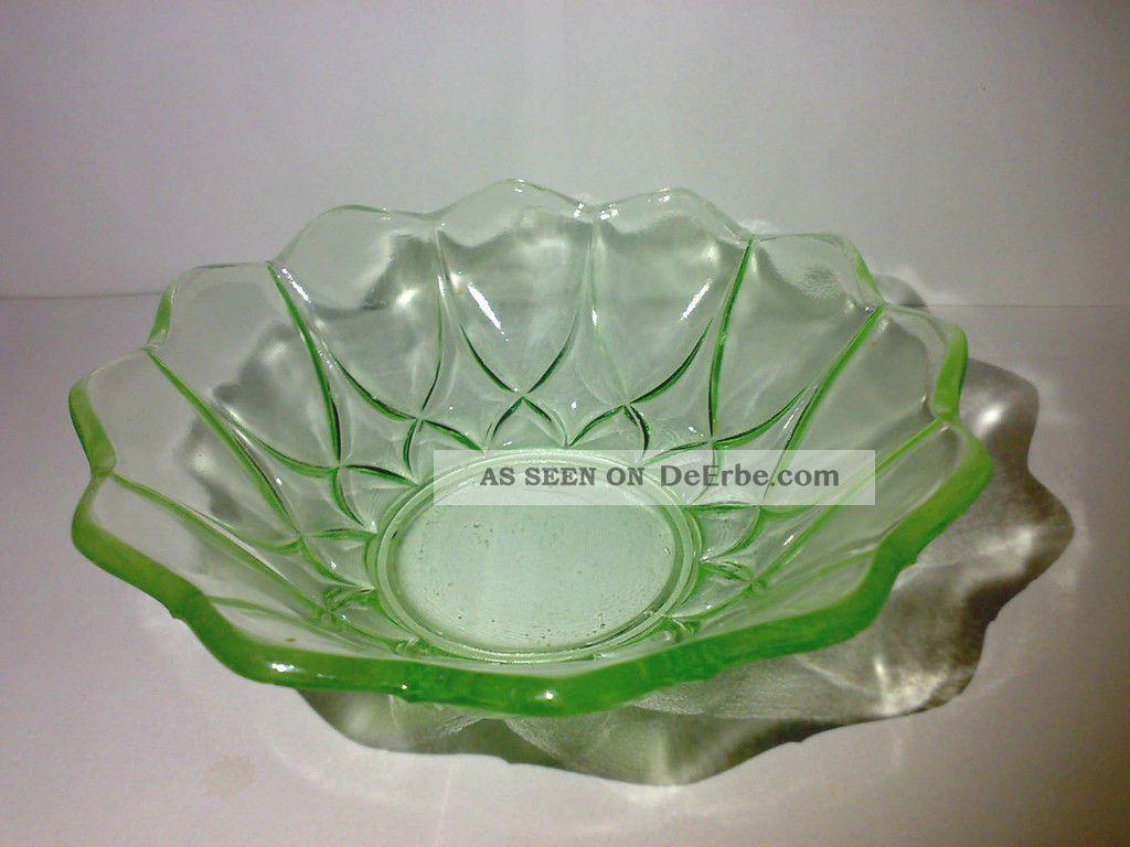 Hübsche Kleine Glasschale Glas Schale Pressglas Grün Art Deco ? Dia: 13 Cm Sammlerglas Bild