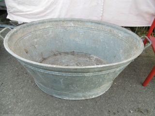 Aus Einer Villenauflösung:alte Zinkwanne/pflanzenkübel/waschwanne Bild